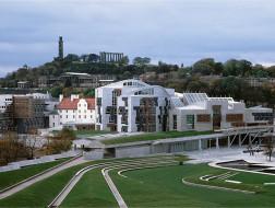 苏格兰议会大厦:大地上的行船 / EMBT等