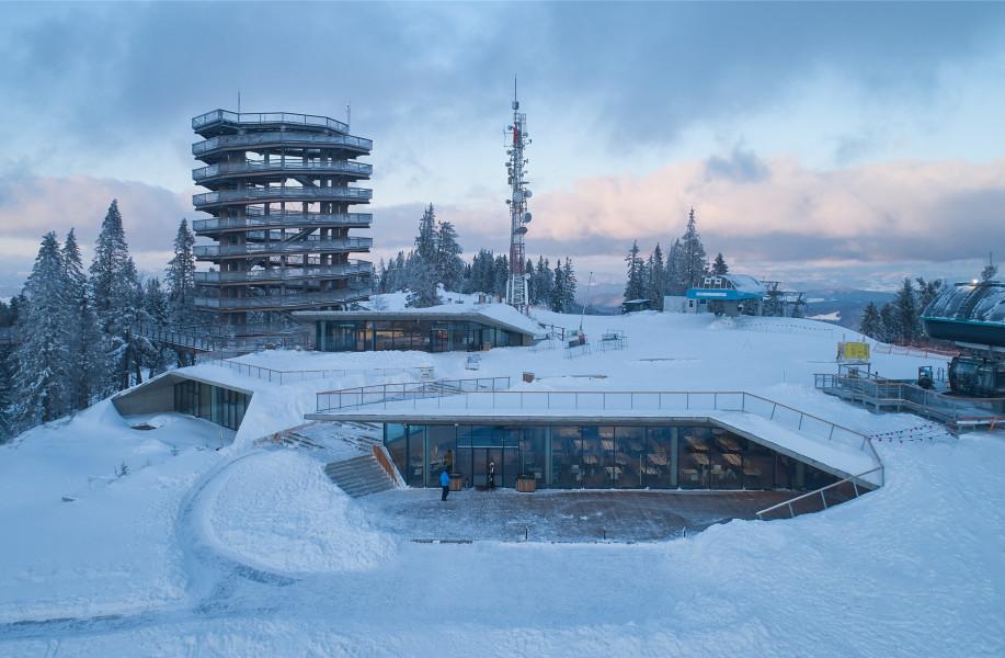 藏于山顶:Bachledka多功能设施 / COMPASS ARCHITEKTI