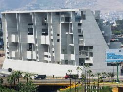 Grafton Architects作品:利马工程技术大学教学楼,人造悬崖