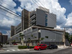 巴西圣贝尔纳多杜坎普公立应急医院:层次丰富的立面 / spbr arquitetos
