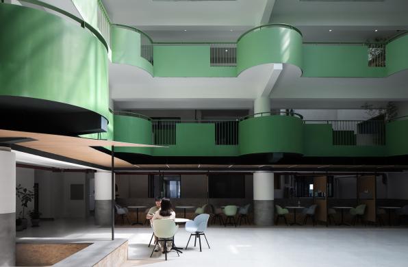 成都玉双大楼改造:为中庭带上一抹绿意 / 門口建筑工作室