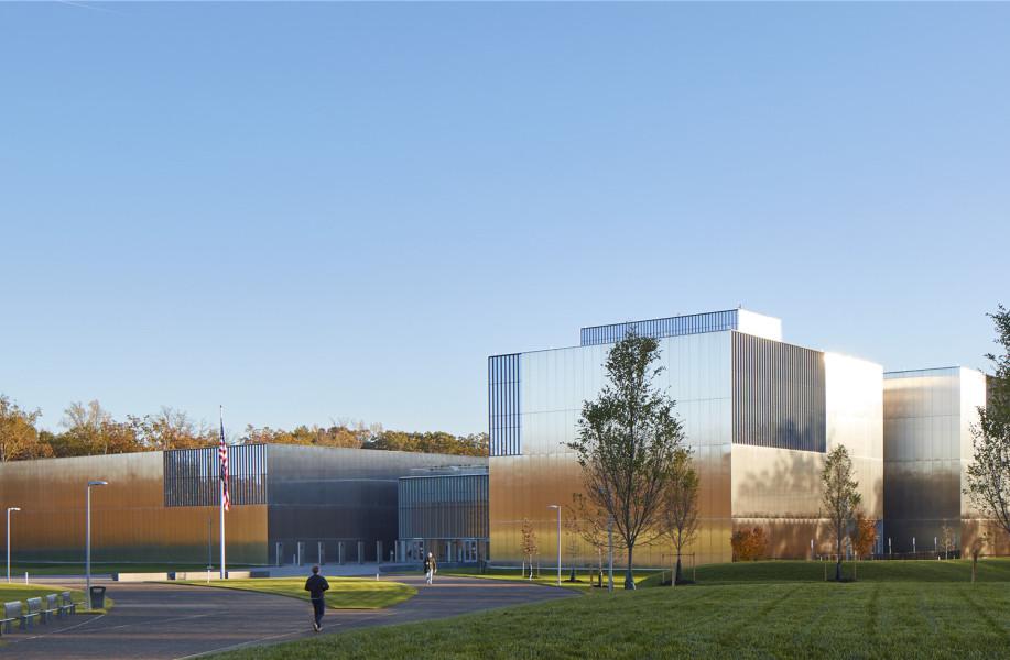 """美国国家陆军博物馆:不锈钢材质打造""""多变""""立面 / SOM"""