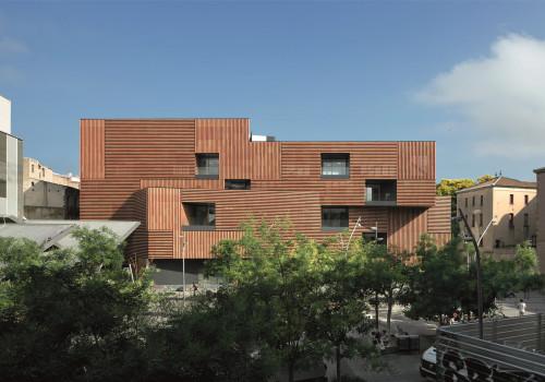 西班牙马萨纳学校艺术与设计中心:轻量的陶瓷立面 / Estudio Carme Pinós