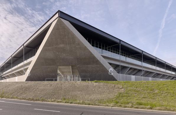 """瑞士洛桑新足球场:""""重""""材料,""""轻""""质感 / :mlzd+Sollberger Bögli Architekten"""
