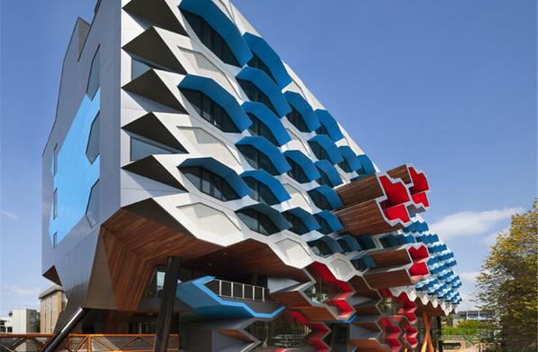 """拉筹伯大学分子科学研究所:堆叠的""""细胞"""" / Lyons Architecture"""