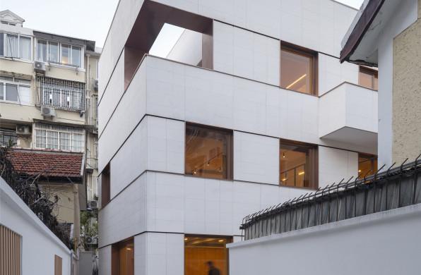 上海徐汇衡复风貌区洋房办公楼改造:在朴素中显个性 / 合尘建筑