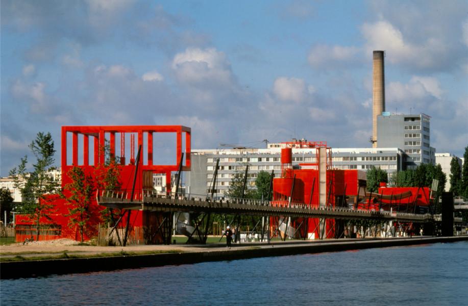 """伯纳德·屈米作品:巴黎拉维莱特公园,红色""""游乐亭"""""""