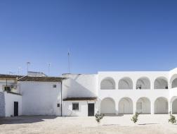 西班牙波尔库纳新教区中心:在混乱中寻求秩序 / Pablo Millán