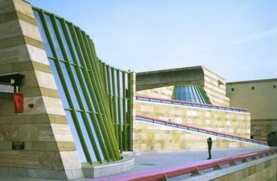 经典再读109 | 斯图加特新州立美术馆:后现代主义建筑庆典