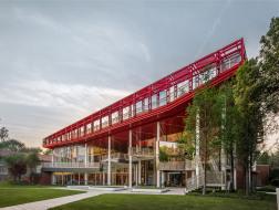 结构即装饰:武汉红钢城设计创意中心更新改造 / 都市再生