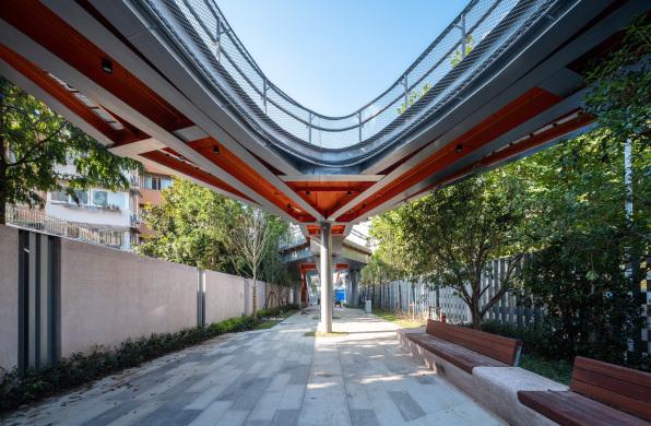 钢铁伴绿蔓:上海曹杨百禧公园 / 刘宇扬建筑事务所