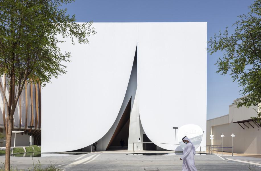 迪拜世博会芬兰馆:沙漠中的雪地帐篷 / JKMM