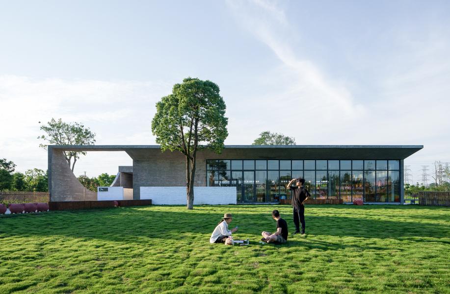 石湾猪舍里展厅:虚实相生的序列空间 / 其实建筑